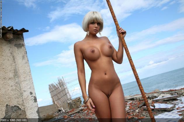 Sarah In Blondes Have More Fun By Photodromm Coolios Erotic PornHub 1