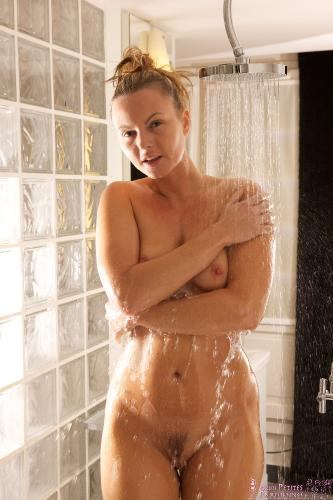 03 - Sandra Sanchez - In the shower (75) 4000px