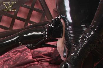 022 - latex blowjob