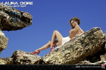 010 Laura Dore