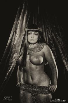 e08-28 Cleopatra in B