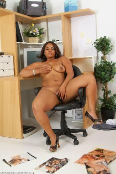 160929 - Maisha thick women
